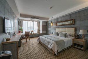 Pokój w hotelu przygotowany dla gości hotelowych.